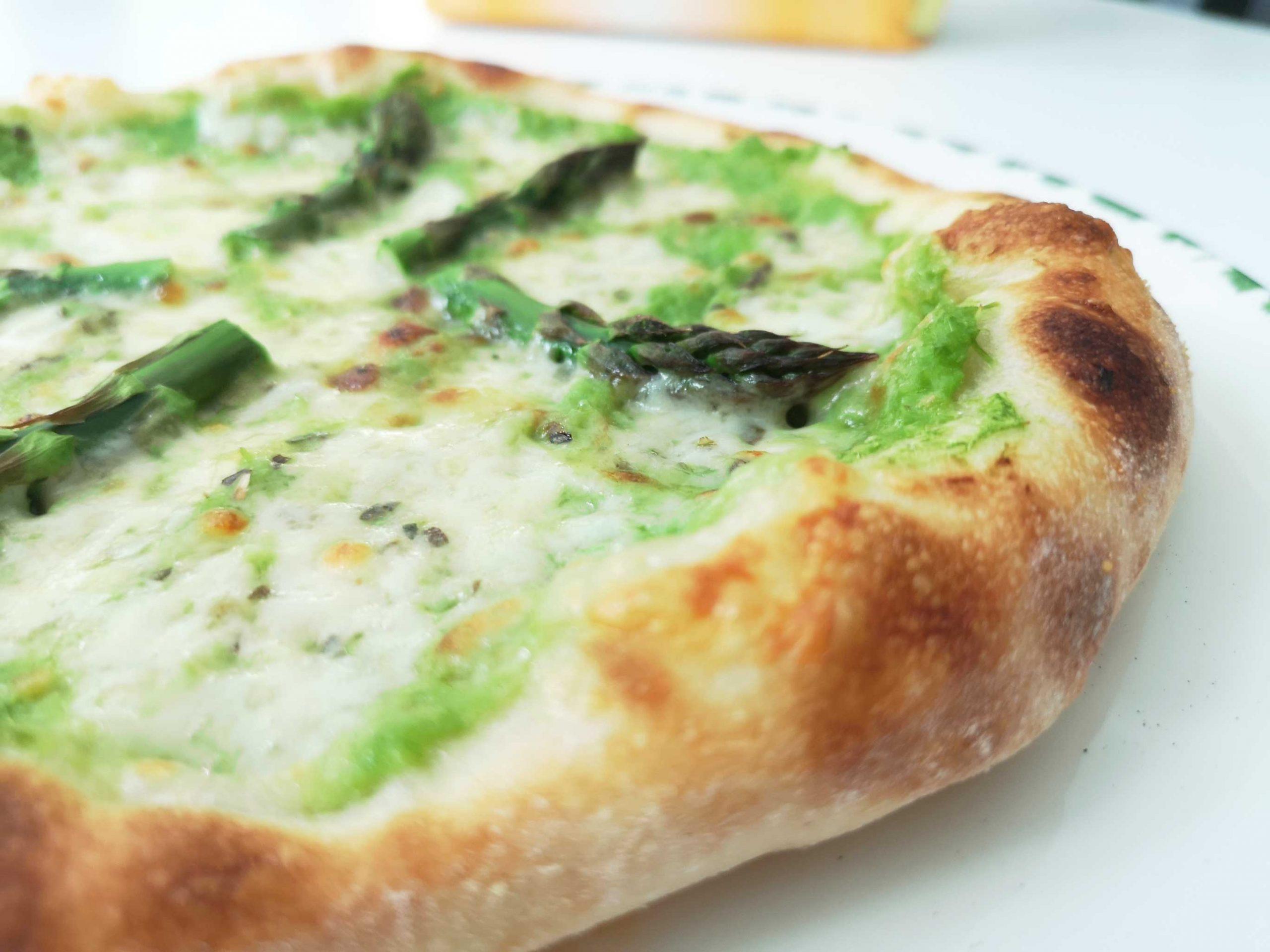 pizza s šparglji